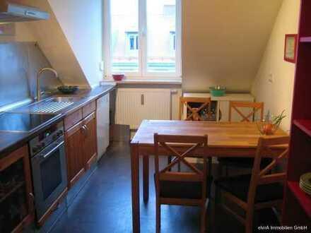 elvirA! Nordschwabing, sehr pfiffige 2-Zimmer-Dachgeschoss-Wohnung mit großem Gartenanteil