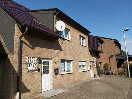 5-Zimmer-Wohnung mit Balkon im zwei Familienhaus