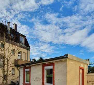 Sanierte 1-Zimmer-Wohnung mit Einbauküche im eigenen Häuschen