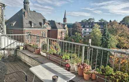 Helle 4-Zimmer-DG-Wohnung mit riesigem Balkon mit Blick auf Innenhof