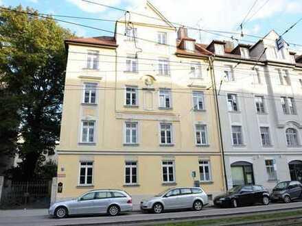 Bestlage Haidhausen! Möblierte Dachgeschosswohnung in repräsentativem Altbau!