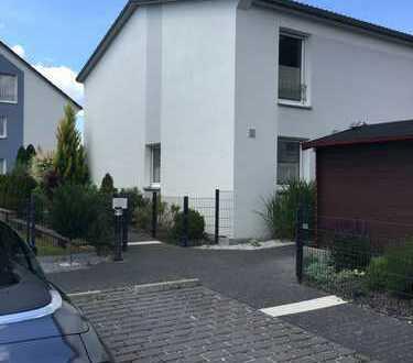 Möbliertes drei-Zimmer-Reiheneckhaus/Wohnung auf zwei Ebenen in Ingolstadt