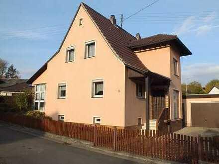 Einfamilienhaus mit Doppelgarage in Adelsdorf-Aisch