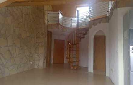 RESERVIERT ! Charmantes Wohnen mit Galerie - 3 Balkone - 2 Stellplätze und Garage on Top