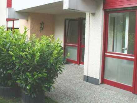 Exklusive, vollständig renovierte 2-Zimmer-Wohnung mit Garten und Einbauküche BESTLAGE in Gersthofen