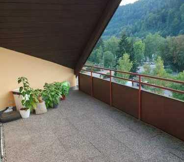 Große Penthouse 2,5 Zi.- ETW, großer Balkon mit toller Aussicht!