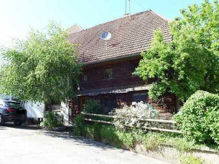 Bauernhaus mit Kachelofen und Sichtgebälk