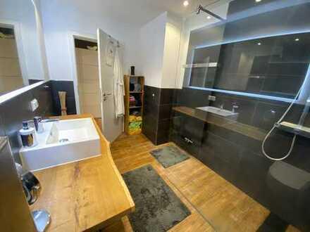 Hochwertig sanierte Wohnung mit PKW-Stellplatz in H-Mitte