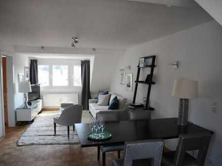 Sehr hochwertige, möblierte 2-Zimmer Wohnung in bester Lage direkt am Rhein