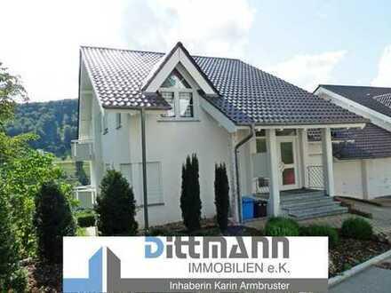 Exklusiv wohnen am Schlossberg. 4 – Zimmer-Wohnung mit Balkon in Albstadt-Ebingen