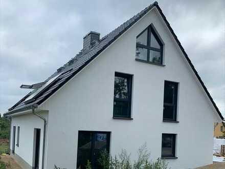 Erstbezug! Moderne Doppelhaushälfte zur Miete in Rauen