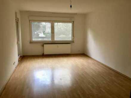 Gepflegte 3,5-Zimmer-Hochparterre-Wohnung mit großem Balkon (tlw. überdacht)in Duisburg