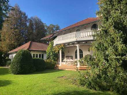 Villa mit Charme auf 1430 m² parkähnlichen seenahen Grundstück in Riederau am Ammersee