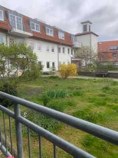Schöne helle 1 bis 1 1/2 Zimmerwohnung mit großem Balkon im grünen ruhigen Innenhof - Süd-Westseite