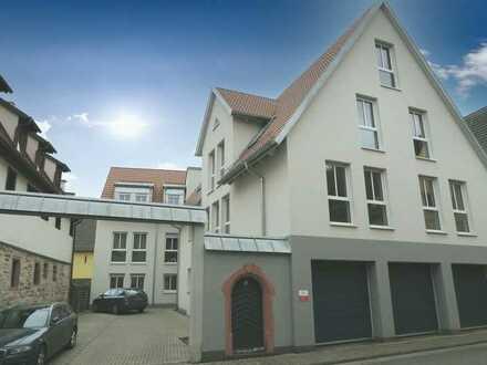 Erstbezug: exklusive 3-Zimmer-DG-Wohnung mit Balkon, toller Aussicht und Aufzug in Zellingen