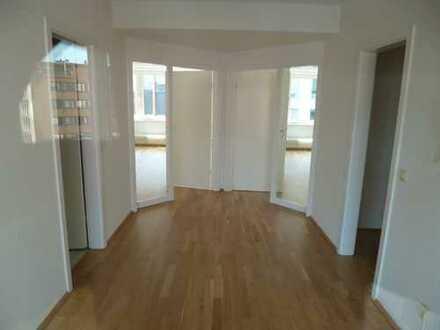 Helle moderne Wohnung in GE-City mit Balkon
