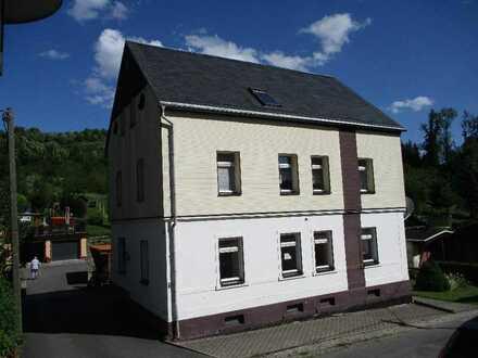 Kompaktes Mehrfamilienhaus mit kleinem Grundstück ***2 Garagen***