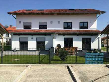 Moderne Doppelhaushälfte in Finsing; Erstbezug