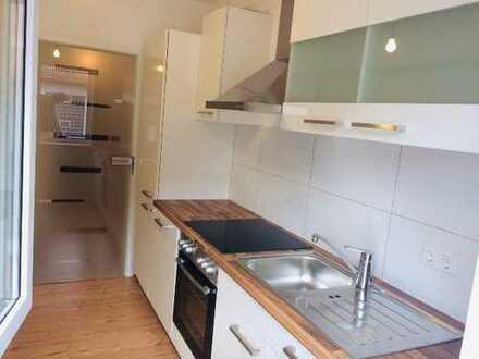 Erstbezug nach Renovierung: aufwendig sanierte 2-Zimmer-Wohnung mit EBK und Balkon in Aschaffenburg