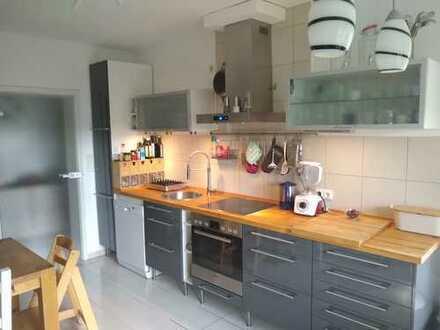 Vollständig renovierte 4-Zimmer-Maisonette-Wohnung mit Süd-Loggia und -Garten auf der Gemarkenstraße