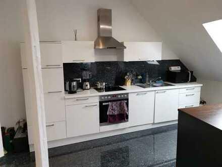 Helle 2-ZKB, Dach neu gedämmt und gedeckt!!! Moderne offene Küche