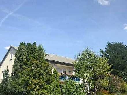 RESERV.: Seitenstraße:1-2 Familienhaus + großer Balkon,2 Garagen, prima Garten, sehr ruhig, nahe CO