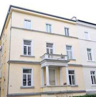 +Westend+ Stilvolle, geräumige 2,5-Zimmer-DG-Wohnung mit Loggia und EBK in Frankfurt am Main
