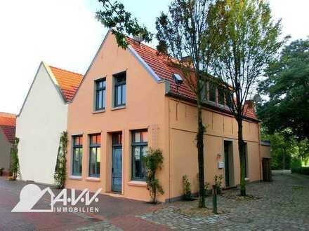 Sande - nostalgisches Häuschen mit zwei Wohnungen