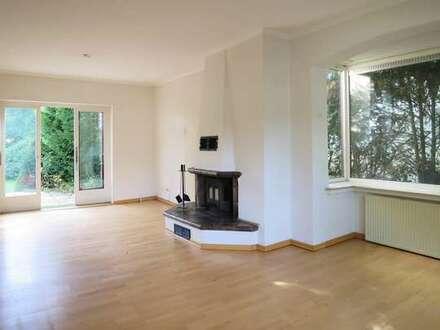Voigt Immobilien: Haus in Bremen Oberneuland mit 1.064 m² GSt. zum ausbauen, teilen oder neubauen