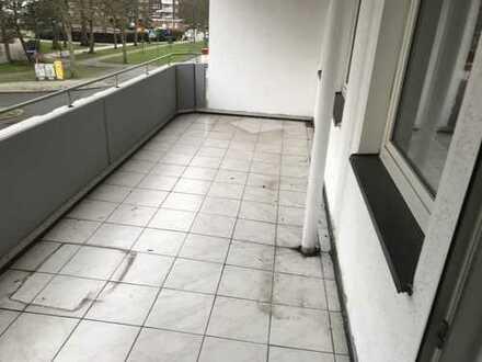 Renoviert für 2-3 Personen mit Balkon. 3 Zimmer, Diele, Küche, Bad. Attraktiver Preis.