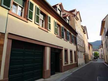Schöne helle 4 Zimmer-Wohnung + Küche + 2 Bäder - 2 Etagen in NW-Kernstadt