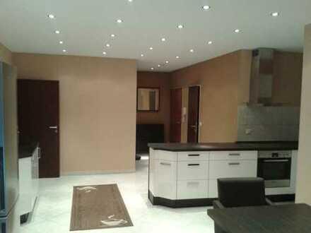 Große 3,5 Zimmer-Wohnung mit Küche, zentral in Vegesack