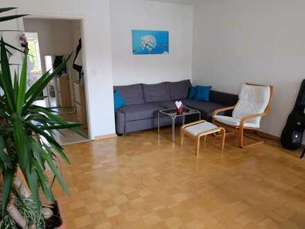 Großzügig und hell: 2-Zi.-Wohnung mit großem S-/W-Balkon in gehobener Wohngegend (HHL)