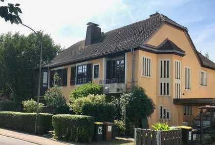 Frankfurt Nieder-Erlenbach: Repräsentative, stilvolle Villa mit großem Garten