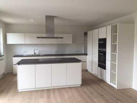 teilmöblierte 3,5-Zimmer Neubau-Wohnung mit Balkon und Einbauküche