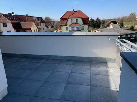 Fabelhafte Dachgeschosswohnung mit Fahrstuhl, großer Terrasse und Balkon
