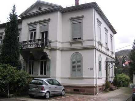 In alter Villa: möblierte 2-Zimmer-Dachgeschosswohnung, offene Bauweise, EBK, in Rastatt (Kreis)