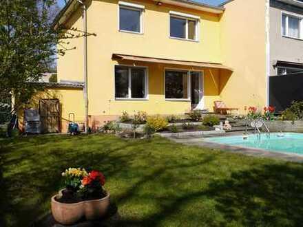 Einfamilienhaus möbliert mit Swimingpool in Lichterfelde!!!