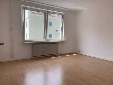 ⭐️KLINIKVIERTEL-2 Zimmerwohnung mit Laminat, Einbauküche und weißem Wannenbad⭐️