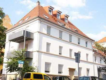 Ruhig gelegene 4-Zimmer-Maisonette-Wohnung mit Balkon in Stadt-Zentrum