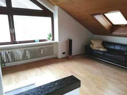Sehr schöne 2-Zimmer-Dachgeschosswohnung mit Kamin