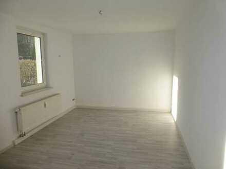 Neu sanierte 2-Raum mit eigener Terrasse in Lugau