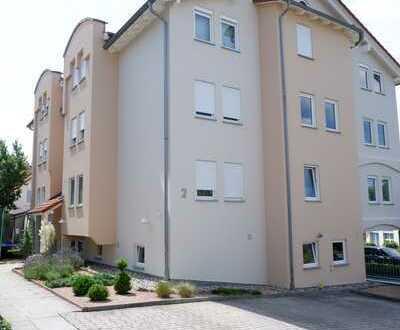 Gepflegte 3,5 Zi.-Erdgeschoss-Whg.mit EBK auf Wunsch,Terrasse+kl. Garten sowie TG-Platz in Döffingen