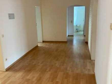 Vollständig renovierte 4,5-Raum-Wohnung mit Balkon und Einbauküche in Schömberg