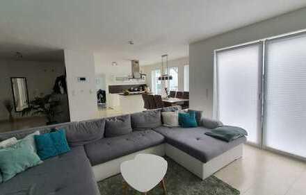 3-Zimmer-Wohnung Neubau im EG mit Einbauküche und PKW Stellplatz + Einzelgarage!