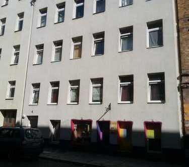 Renovierte 2-Raum-Wohnung mit Tageslichtbad, EBK auf Wunsch