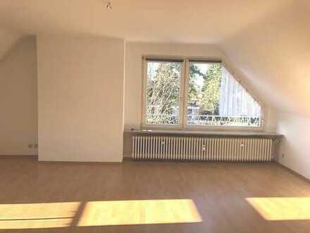 Sonnige, gepflegte 3-Zimmer-Dachwohnung mit Balkon und Einbauküche, Offenbach-Bürgel