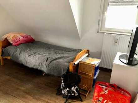 Schönes WG-Zimmer in 3-er WG in Stuttgart-Hofen (teilmöbliert) / perfekt für Studenten, Praktikanten