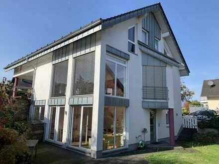 Lichtdurchflutetes, freistehendes Architektenhaus voll möbliert für 2 Jahre zu vermieten