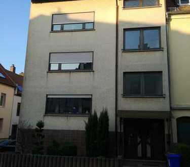 Preiswerte, geräumige und gepflegte 2-Zimmer-Wohnung mit Balkon in Pirmasens